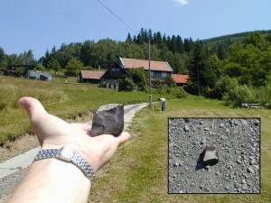 Chtěli by jste si také takto potěžkat meteorit Morávka? U nás máte možnost!