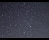 Kometa Lovejoy mezi Herkulem a Severní korunou, poblíž známé kulové hvězdokupy M13.